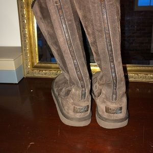 Back zipper ugg boots